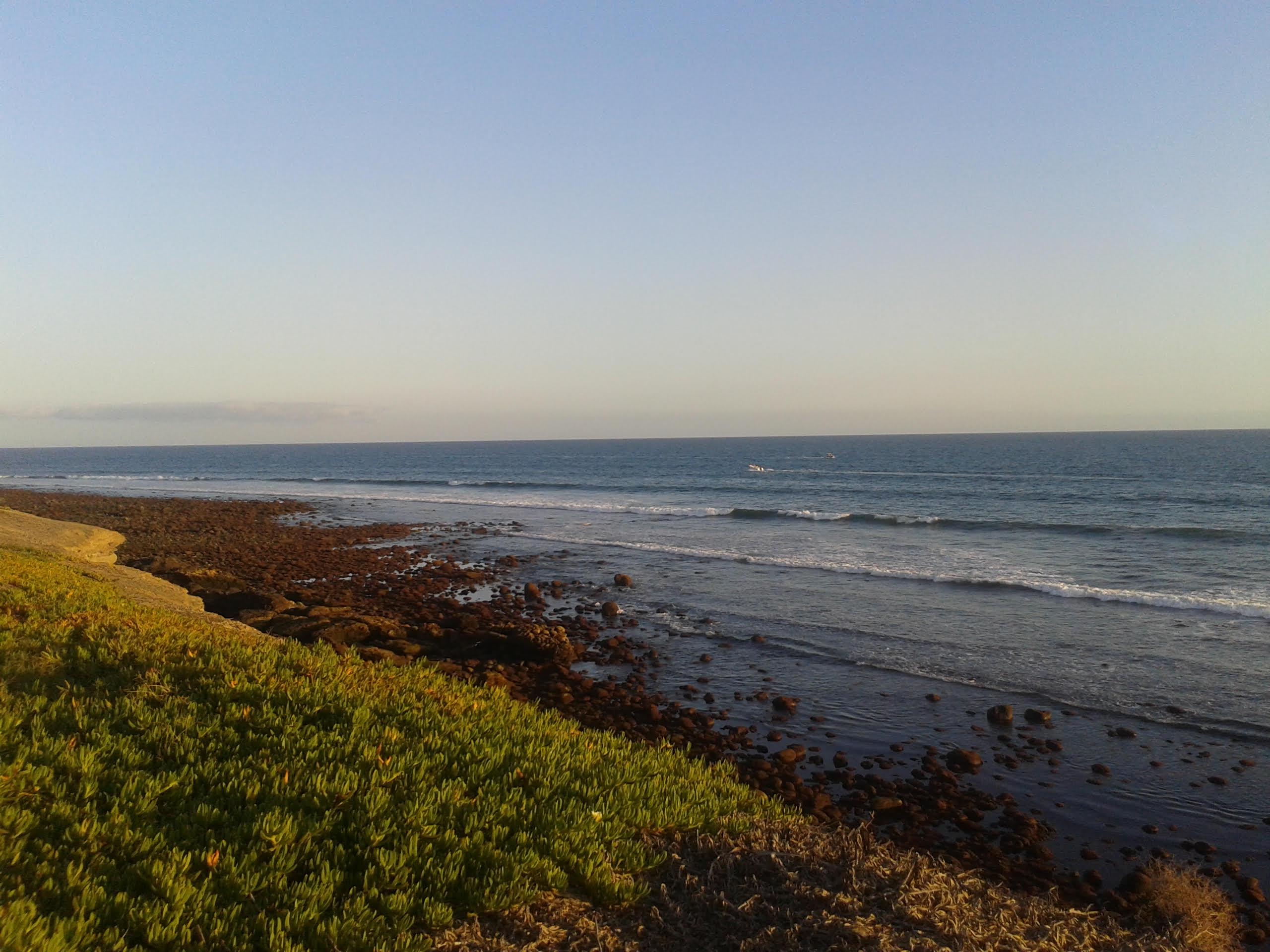 Figura 1: bassa marea a Meloneras, Isole Canarie, Oceano Atlantico. In oceano aperto le maree, non ostacolate dalle masse continentali, raggiungono ampiezze rilevanti.